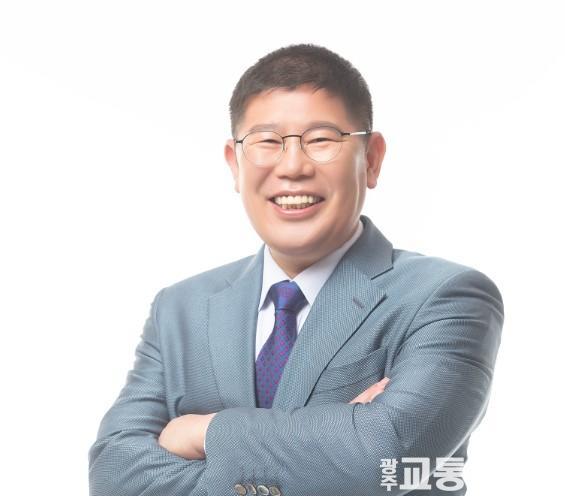 김경진상반신.jpg