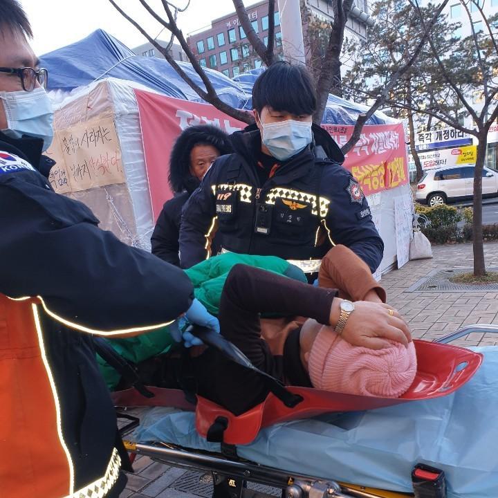 [속보-2]단식투쟁중 응급후송 한고비 넘겨